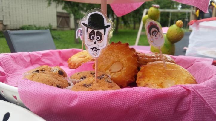 fête coco - cupcake topper - fête de demi anniversaire - mummycamp